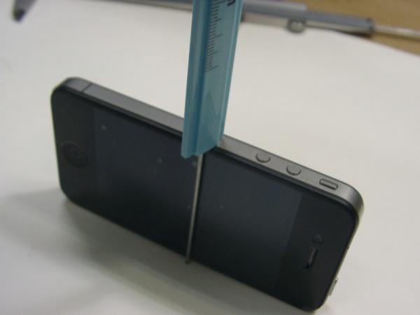 100円ノギス修正後iphone4を測る4